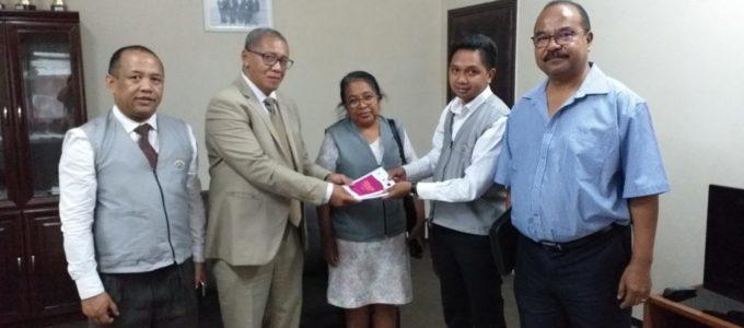 L'observatoire SAFIDY et l'ANJA ont conçu un guide pratique du contentieux électoral et ont remis le guide à la CENI et ses partenaires.